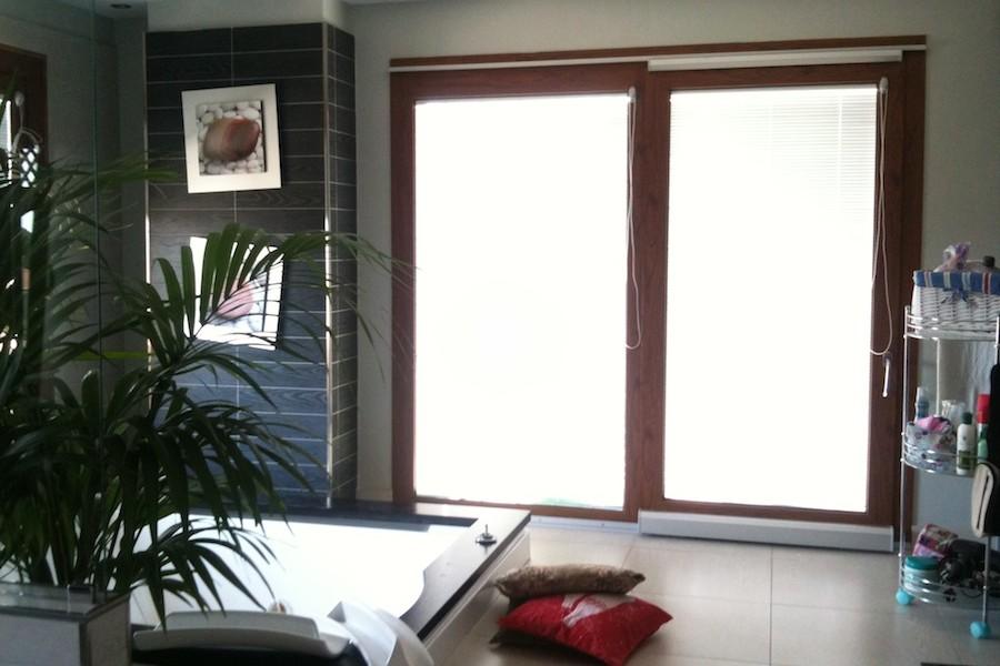 Infissi in legno e alluminio con tende nel vetro ma co for Tende a pacchetto a vetro